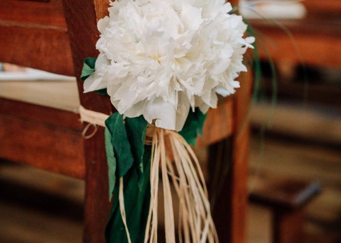 Bouquet de fleurs sur une chaise